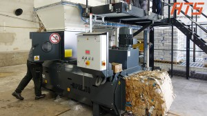 bag-emptying-with-bag-bale-press 06