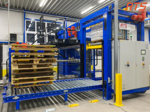 Bag emptying with empty pallet stacker (1)