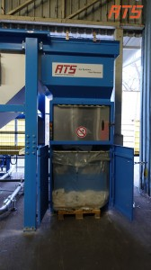 bag-emptying-with-rotary-bag-compactor 06